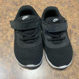 Toddler Nike tennis shoes Size 7c